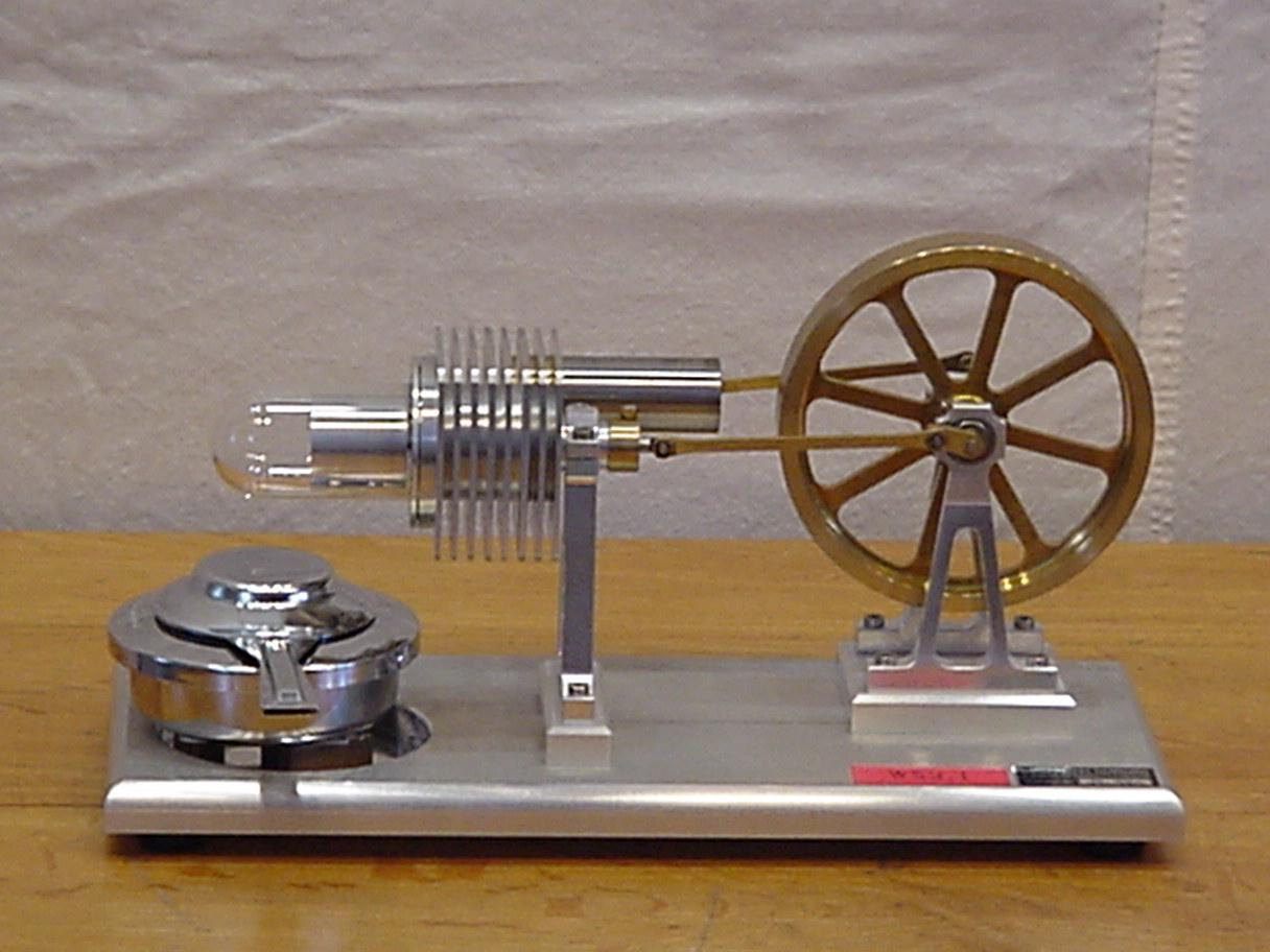 W14.04 schöner kleiner Stirling-Motor